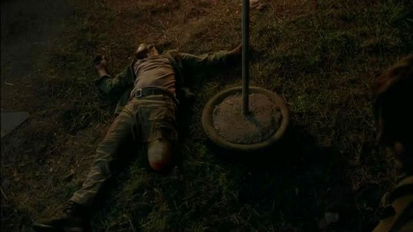 The Walking Dead S05E03 - Four Walls and a Roof